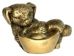 Собака со слитком золота