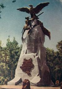 птица, небо, дерево, человек, мечь, цепь, статуя