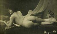женщина, кровать, цветок, подушка