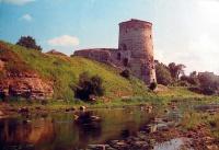 замок, вода, трава, дерево, небо, облако, берег, камень, река